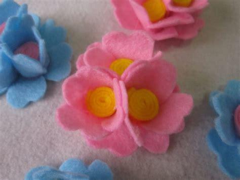 aneka bentuk bros flanel ab 08 bros bunga kain flanel souvenir pernikahan murah dan unik souvenir ulang tahun towel
