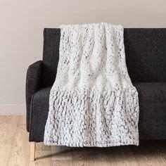 jeté de canapé maison du monde 1000 idées sur le thème tapis fausse fourrure sur