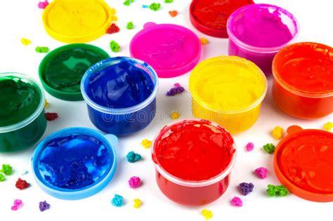 farbe für plastik f 228 rben sie farbendosen und farbkleckse der farbe stockfoto