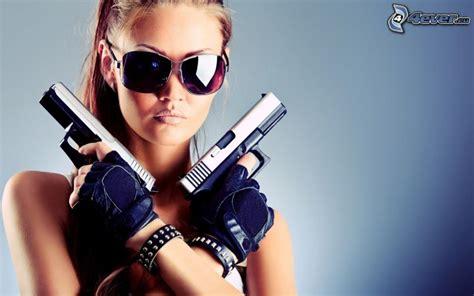 Femme Avec Une Arme