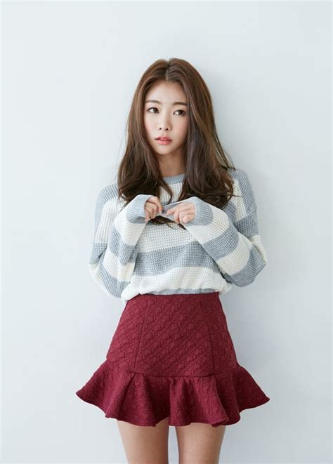 An oversized sweater tucked into a skirt is always nice!   Girls   Pinterest   Ulzzang Pretty ...