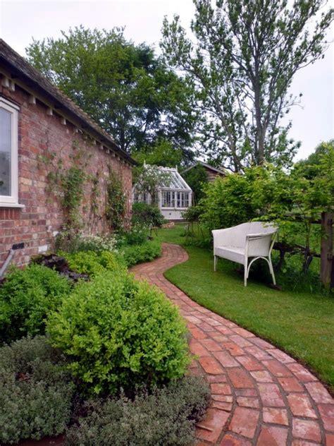 Different Garden Pathway Ideas