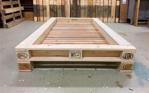 palettenbett mit lattenrost paletten bett so leicht knnen sie ein bett bauen with paletten bett simple zuhause exterieur