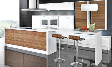 las cocinas blancas vuelven  ser tendencia foto
