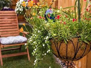 how to plant hanging baskets hgtv With decoration jardin zen exterieur 7 amenager une entree de maison moderne