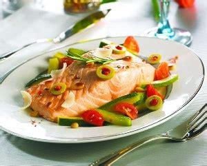 cuisiner des pav駸 de saumon recette pavé de saumon et petits légumes vapeur à la provençale