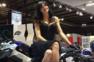 Salon Moto Milan 2017 : vid o les h tesses du salon de milan ~ Medecine-chirurgie-esthetiques.com Avis de Voitures