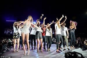 Heidi Klum joins US women's soccer team at Taylor Swift ...