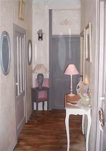 idee deco entree couloir palzoncom With couleur de peinture pour une entree 2 un couloir style retro dans lentree avec console cache