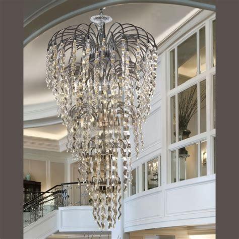 modele cuisine equipee très grand lustre contemporain métal et verre dubai