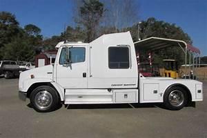 Used Freightliner Truck    Dixie Horse  U0026 Mule Co