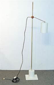 modern design cantilever floor lamp With wooden cantilever floor lamp