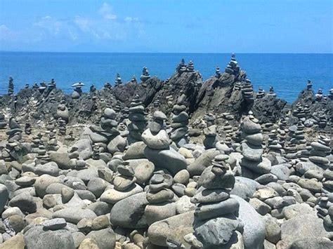 what is a rock cairn balancing rocks near cairns