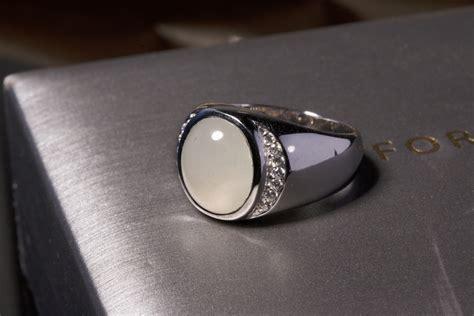 แหวนหยกขาวประดับด้วยเพชร - Jade For You