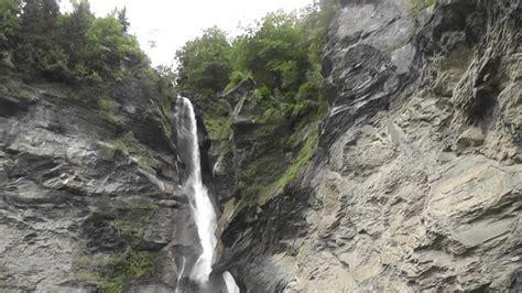 reichenbach falls switzerland meiringen schweiz wasserfall scenic tourist attraction