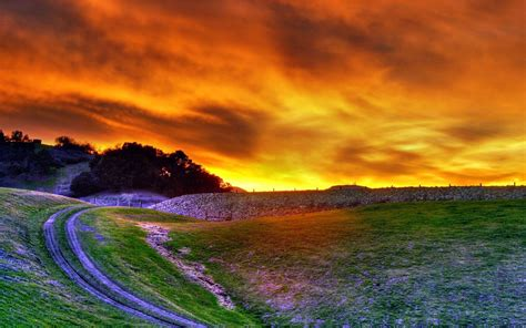Sunset On The Outskirts Of Trail Photography Wallpaper