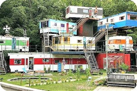 redneck mansion im pretty   neighbors