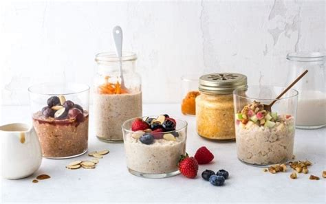 Oatmeal is a classic healthy breakfast staple but unfortunately most recipes tend to be carb heavy and lacking in overall macro balance. 5 Single-Serving Oat Recipes Under 250 Calories in 2020 | No calorie foods, Overnight oats ...