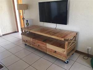 Wooden Pallet Rustic TV Stand Pallet Ideas: Recycled