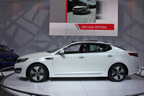 How Much Does A Kia Optima Cost by 2011 Kia Optima Hybrid To Cost 26 500 Less Than Camry