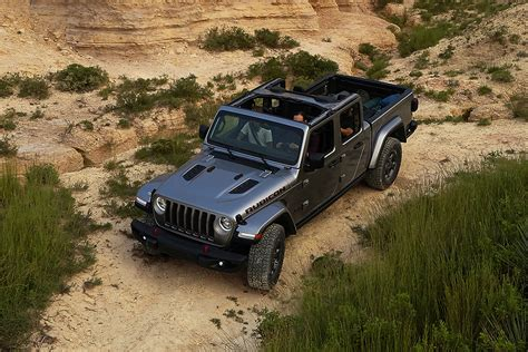 Gas Mileage For 2020 Jeep Gladiator by All New 2020 Jeep Gladiator It S Finally Here Jeep Canada