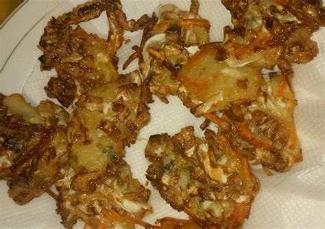 Beberapa bahan yang anda perlukan untuk membuat 6 porsi bakwan sayur: Resep Bakwan sayur oleh Anastasya Melinda - Cookpad