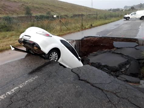 johannesburg weather  march roads severely affected