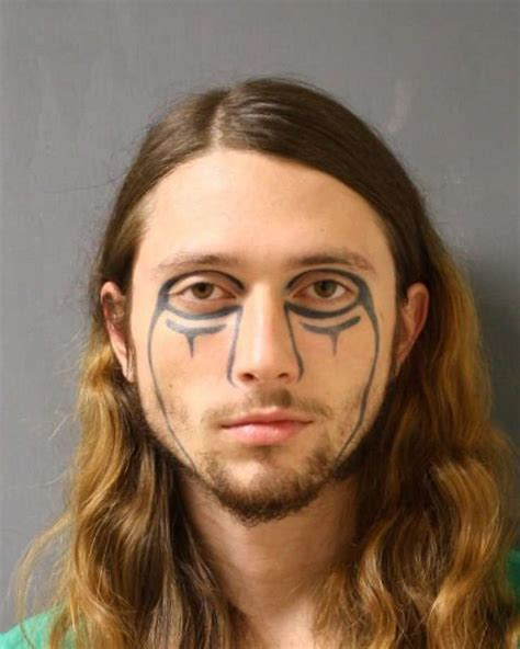 man   distinctive face tattoo wanted  police