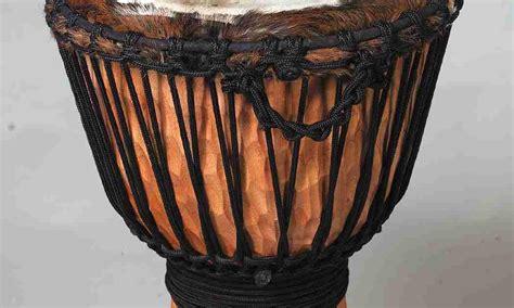 Alat musik tradisional ini terbuat dari bahan dasar batok (tempurung) kelapa, kayu, dawai dan kulit kambing dan busurnya dari bahan kayu atau rotan dan serat tumbuhan. Contoh Alat Musik Tradisional Di Nusantara