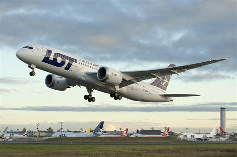 Europe's First 787 Dreamliner Goes to LOT Polish Airlines - AirlineReporter : AirlineReporter