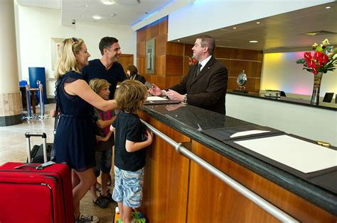 tips to being a better hotel front office manager