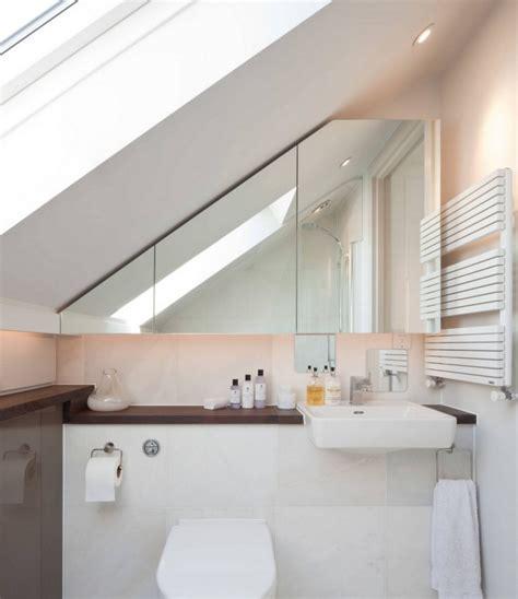 badezimmer regal unter spiegel kleine badezimmer mit dachschr 228 ge zur wellness oase
