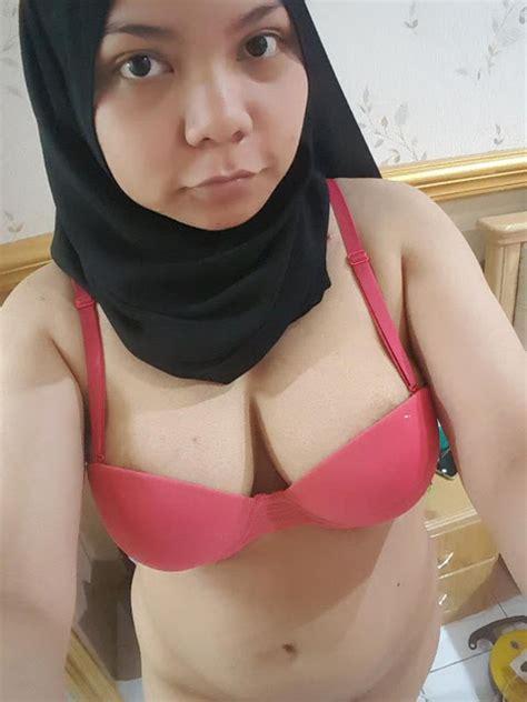 24 Foto Cewek Jilbab Bugil Mesum Nyepong Ngentot Ini