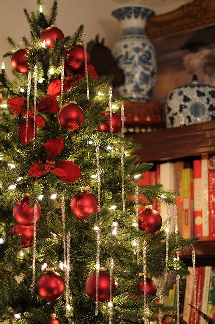hiring christmas decorating 25 traditional and green decor ideas
