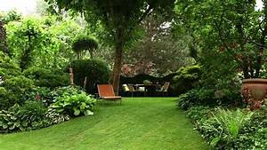 Gartengestaltung beispiele und bilder baum garten photo for Garten planen mit pflanzkübel holzoptik