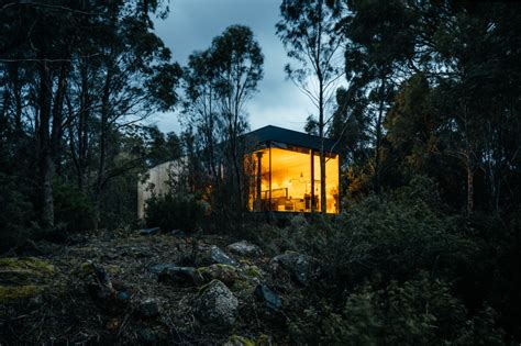 tasmania gibson adam retreat architecture pumphouse jaws architects hues moody captures focus gorgeous modern point archinect wilderness impacting pandemic architectural
