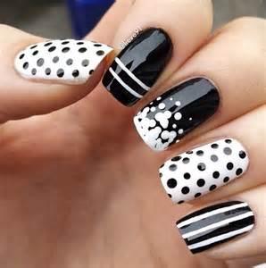 Black and white nail art g