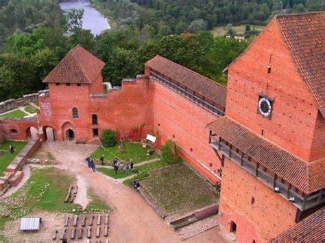 Viduslaiku pilis Latvijā - Spoki - bildes 2