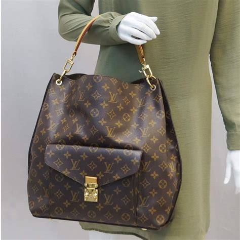 louis vuitton metis hobo monogram shoulder bag  strap