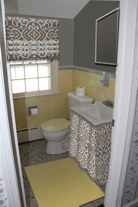 Yellow And Gray Bathroom Wall by 25 Best Ideas About Yellow Tile Bathrooms On