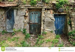 Trois vieilles portes en bois photos libres de droits for Conception de maison 3d 19 trois vieilles portes en bois photos libres de droits
