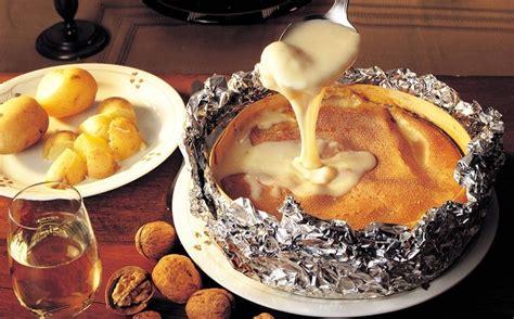 cuisiner le mont d or au four vacherin mont d 39 or au four recettes cuisine française