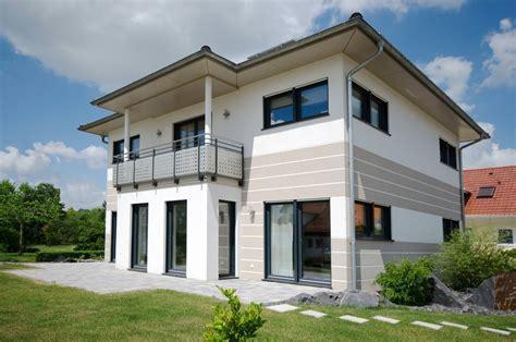 Moderne Quadratische Häuser by Palazzina Bifamiliare