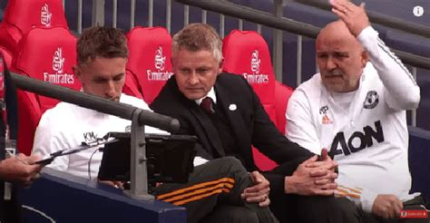 See what Manchester United coaches did after De Gea's ...
