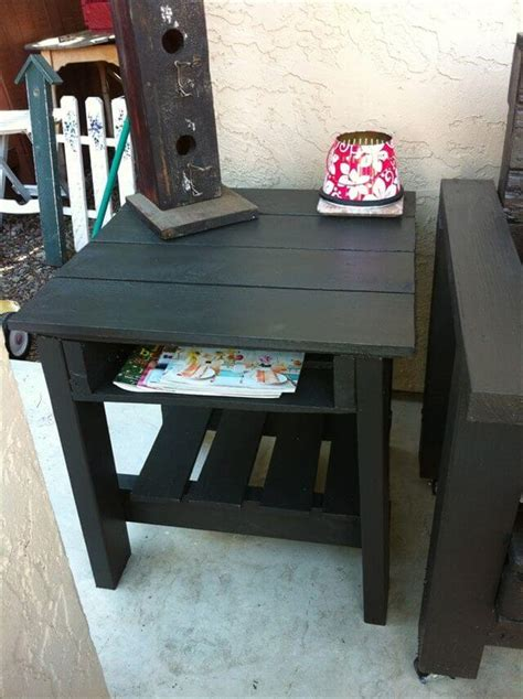 Lay half of the slats over the supports and match up the ends and corners to make it as flush as possible. Appreciating Ideas for a perfect Pallet end table | 101 Pallets