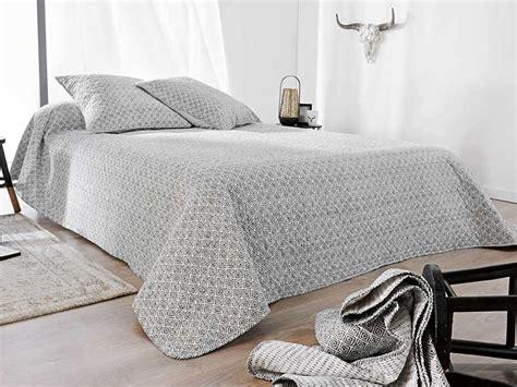 boutis pour canapé boutis pour canap couvre lit boutis uni pices pour lit
