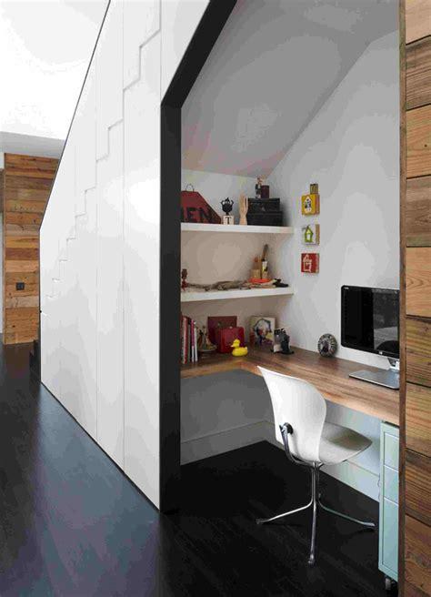 rangement sous bureau rangement sous escalier pour optimiser l 39 espace