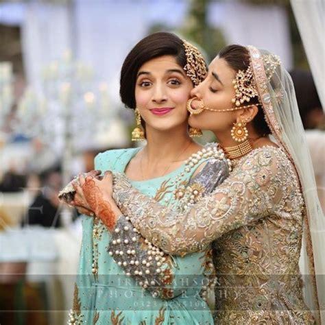 pakistani actresss wedding  giving