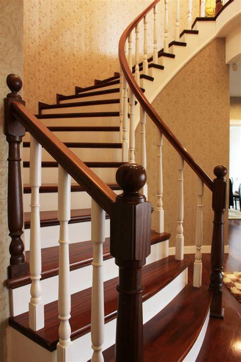 decorer un escalier en bois peindre un escalier en bois