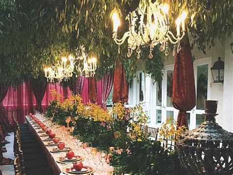 sukkah  glitters  guests